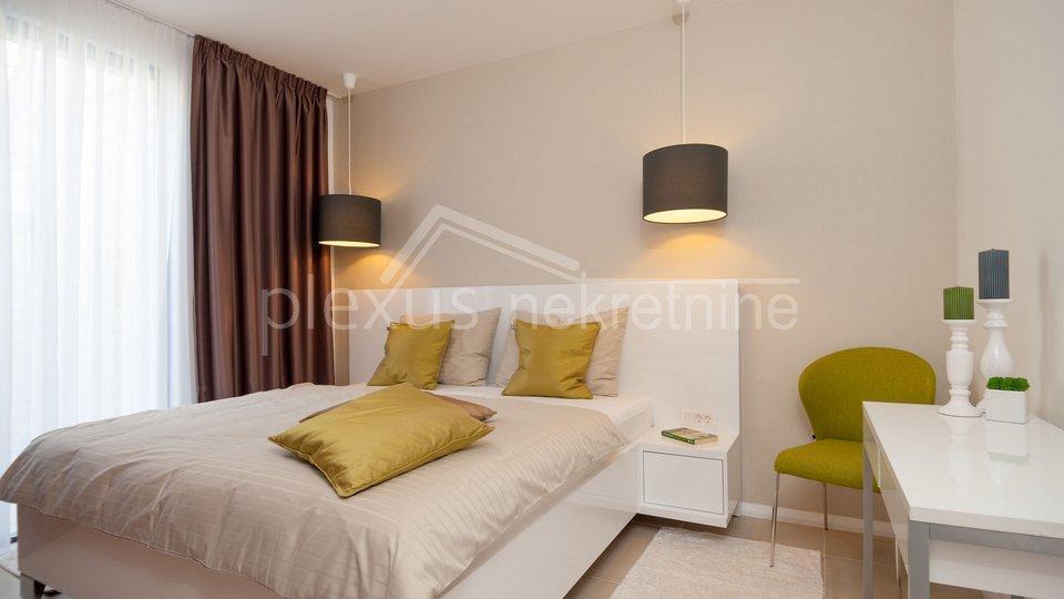 House, 600 m2, For Sale, Okrug - Okrug Gornji