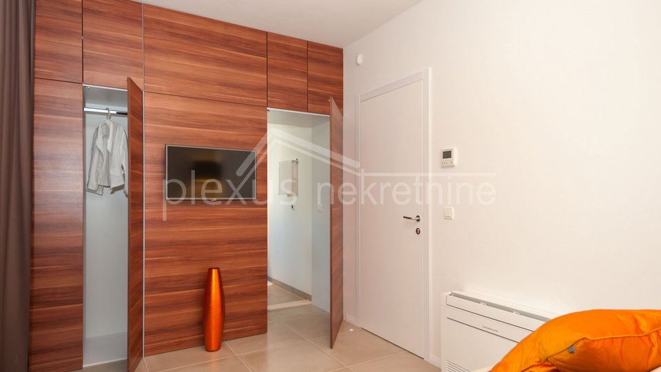 SNIŽENO! Kuća - luksuzna villa s bazenom: Trogir-okolica, Okrug Gornji