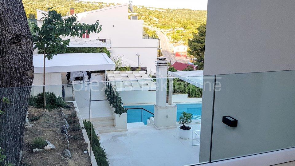 Hiša, 808 m2, Prodaja, Primošten