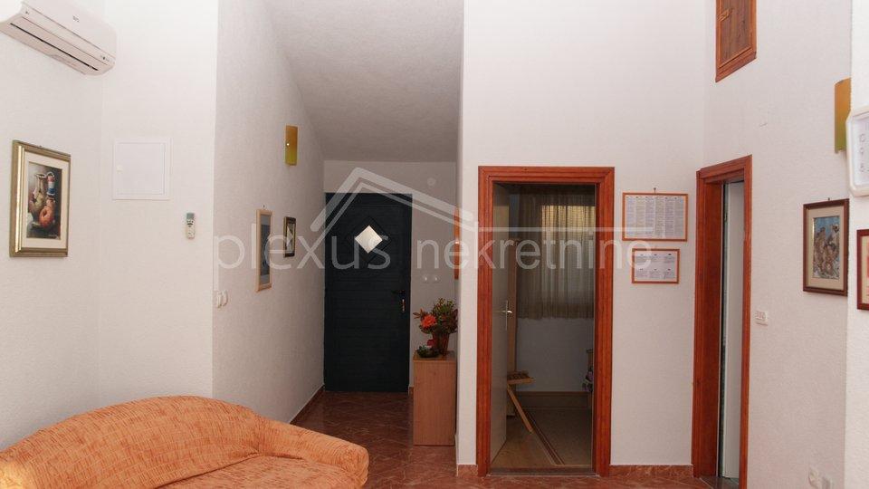 Apartmanska kuća uz more: Trogir - okolica, Marina, Sevid, 231 m2