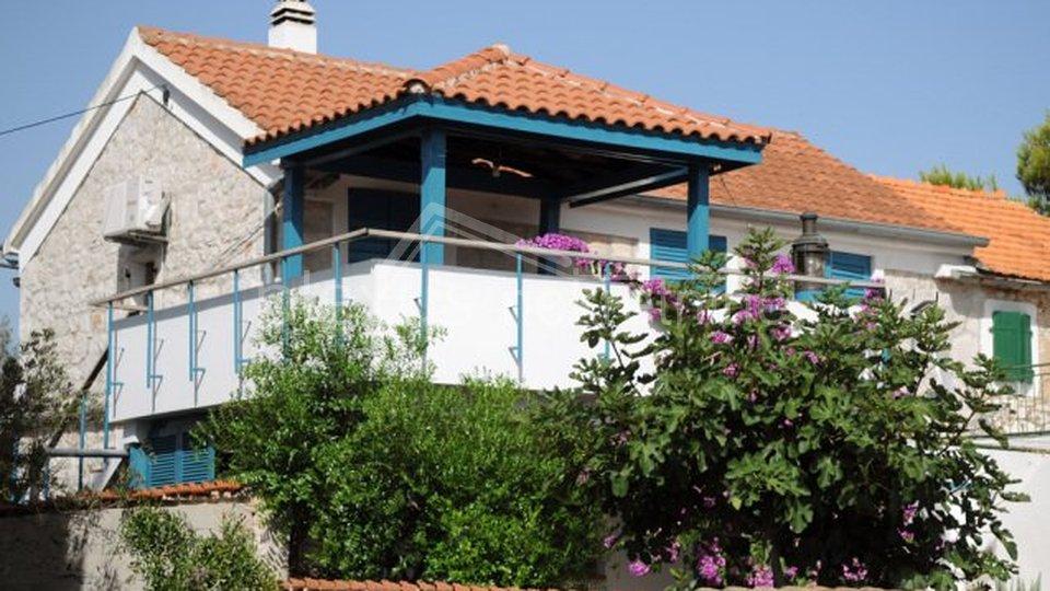 SNIŽENO ZA 20.000 € Stara kamena kuća: Murter, Tisno, katnica, 145 m2