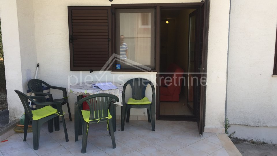PRILIKA: Namješten stan - apartman: Čiovo, Okrug Gornji, 23 m2