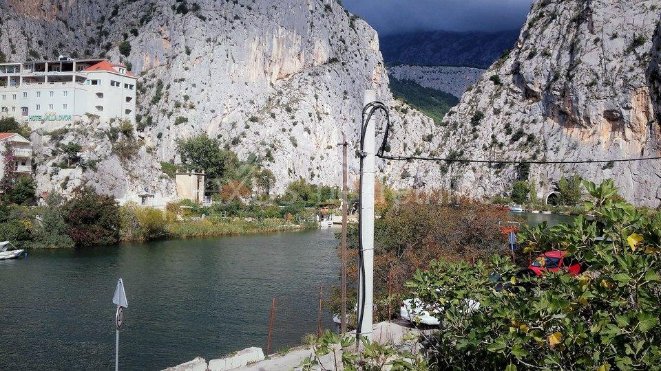 SNIŽENO! Kompleks kuća između mora i rijeke: Omiš, Borak, 742 m2
