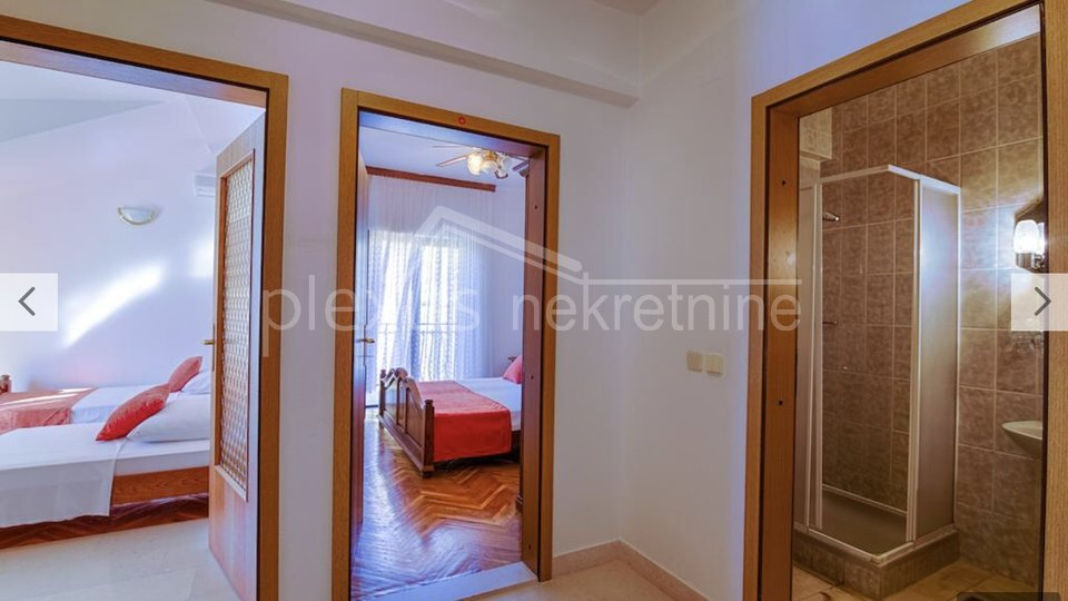 House, 835 m2, For Sale, Podstrana