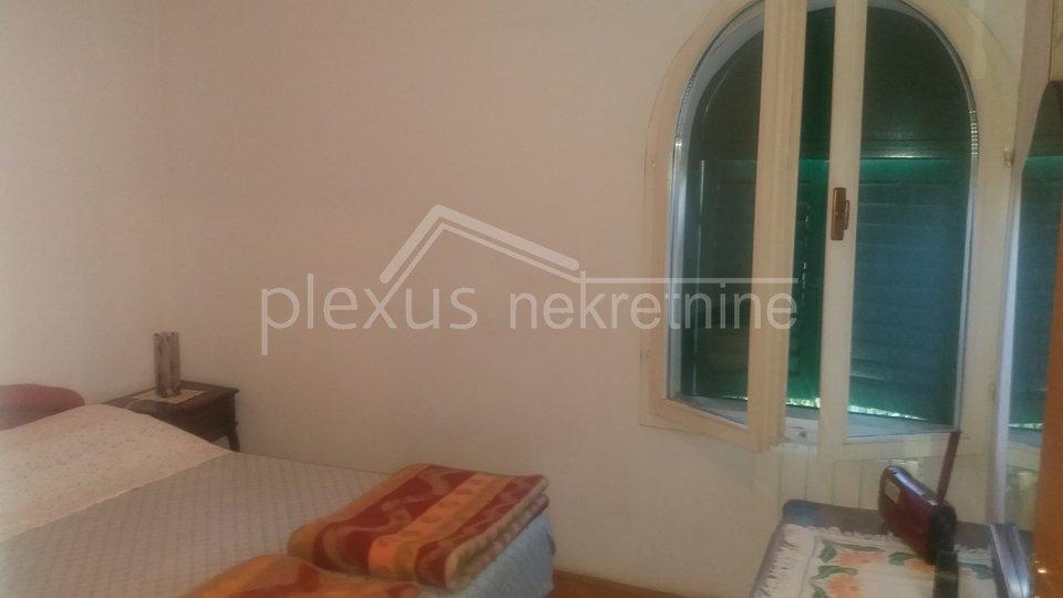 Komadić raja u centru grada - Kuća s vrtom: Split, Spinut, 74 m2