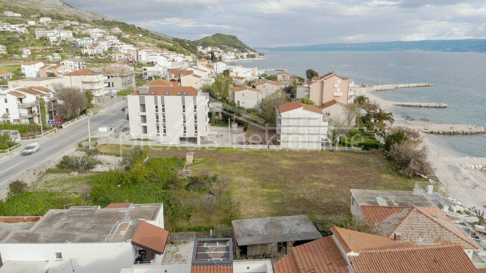 Građevinsko zemljište - prvi red do mora: Podstrana, Split - okolica, 2233 m2