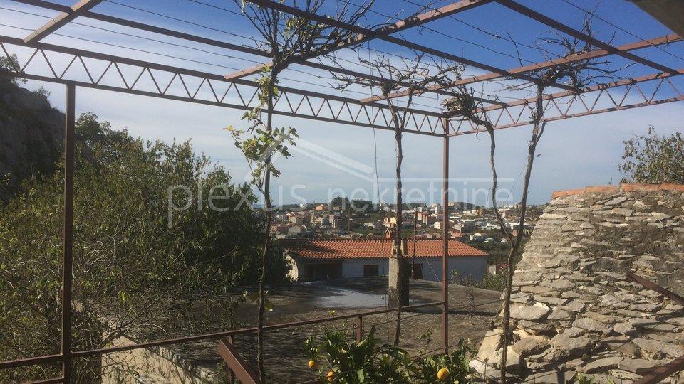Kuća: Split - okolica, Kamen, dvokatnica, 110 m2