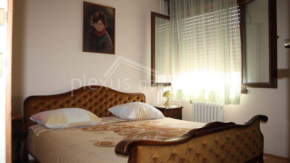 Trosoban stan: Split, Blatine, 90 m2