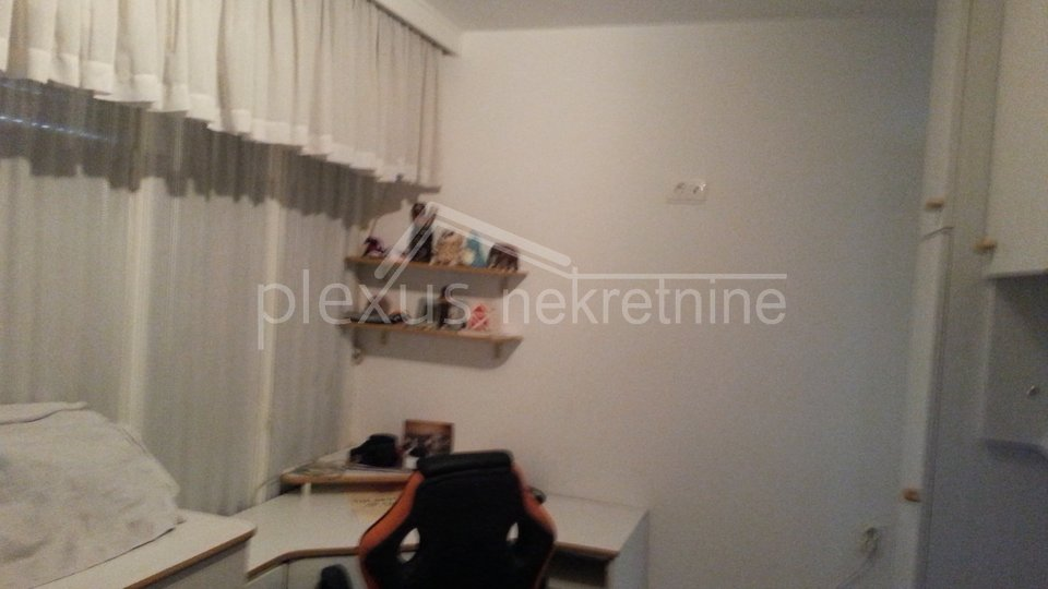 Trosoban stan u manjoj zgradi: Split, Lučac, 64 m2