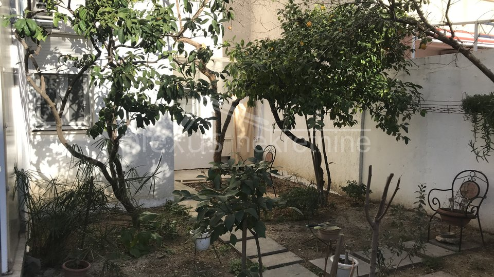 Dvosoban stan s vrtom 75 m2: Split, Sućidar 59 m2