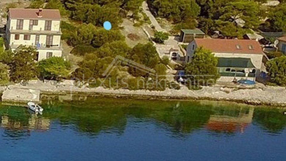 Građevinsko zemljište - prvi red do mora: Lastovo, Skrivena luka, 820 m2
