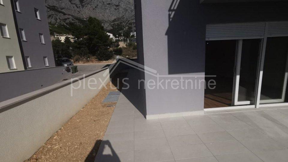 HITNO! NOVOGRADNJA! Dvosoban stan s vrtom: Makarska, Veliko brdo, 114 m2