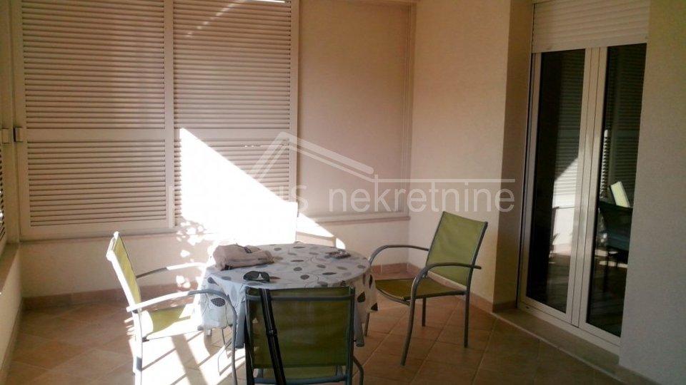 Dvosoban stan s vrtom: Split, Bačvice, 92 m2